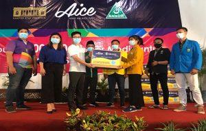 Pembagian masker dari Aice bersama GP Ansor dan Kantor Staf Presiden di Pendopo Museum Kartini Rembang, Selasa sore (17/11).