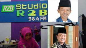 """Ruang siar Radio R2B Rembang. (Insert) Baligh Muaidi dan Suparno """"Gusno""""."""