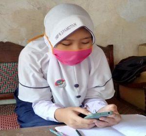 Ketika siswa dan guru di SMP N 3 Pamotan melaksanakan pembelajaran online/daring.