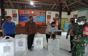 Droping logistik Pilkada diterima di balai desa Pandan, Kecamatan Pancur.