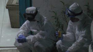 Dua petugas medis duduk di depan kamar jenazah RSUD dr. R Soetrasno Rembang, karena kelelahan.