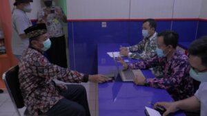 Bupati Rembang, Abdul Hafidz sekaligus calon Bupati Pilkada 2020 diklarifikasi oleh pihak Bawaslu Kabupaten Rembang, Kamis siang (28/01).