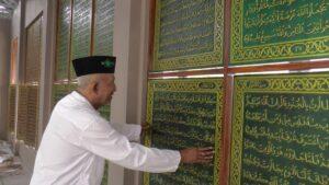 Jendela berisi ayat-ayat kitab suci Alqur'an di Museum Islam Nusantara, sebelah selatan Masjid Jami' Lasem.