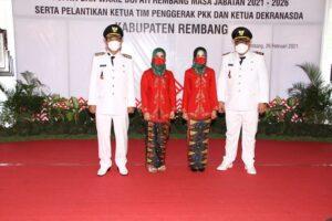 Bupati dan Wakil Bupati Rembang beserta isteri. (Foto atas) Suasana pelantikan Bupati dan Wakil Bupati Rembang, Jum'at (26/02).