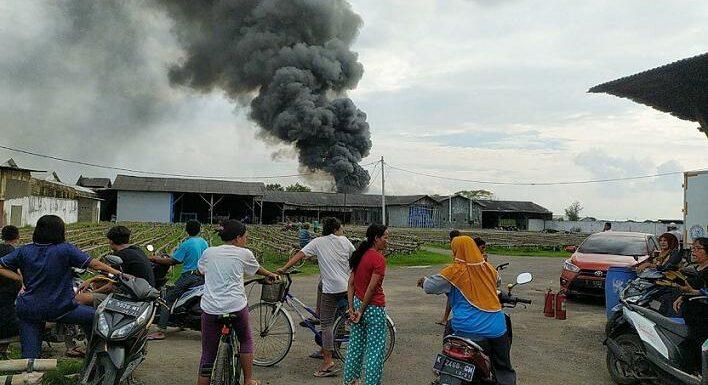 Terbakar, Gudang Pembuatan Bak Truk Milik Mantan Bupati Rembang