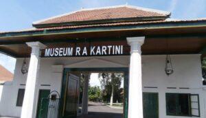 Pintu gerbang Pendopo Museum Kartini Rembang.