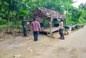 Pos penarikan retribusi di pintu masuk Waduk Panohan Desa Panohan, Kecamatan Gunem dibongkar, Rabu (24/02).