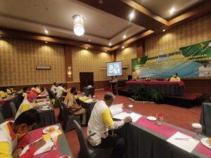 Bimbingan Teknis Peningkatan Kapasitas Petani Dan Penyuluh Pertanian di Rembang, Senin pagi (22 Maret 2021). Tampak seorang petani mendengarkan paparan Anggota Komisi IV DPR RI, Firman Soebaghyo.