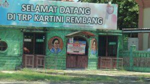 Loket masuk Taman Rekreasi Pantai Kartini Rembang.