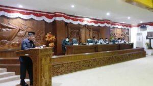 Bupati Rembang, Abdul Hafidz menyampaikan Laporan Keterangan Pertanggungjawaban (LKPJ) Bupati Rembang akhir tahun anggaran 2020, di gedung DPRD, hari Senin (05/04).