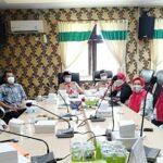 Guru dari sekolah swasta, saat menyampaikan aspirasi ke Kantor Bupati Rembang, baru-baru ini.