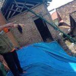 Titik tebing longsor di Desa Bendo, Kecamatan Sluke ditutup terpal, Selasa (13/04).