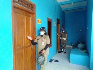 Petugas Satpol PP Kabupaten Rembang menggiatkan razia hotel dan kost, selama bulan suci Ramadhan.