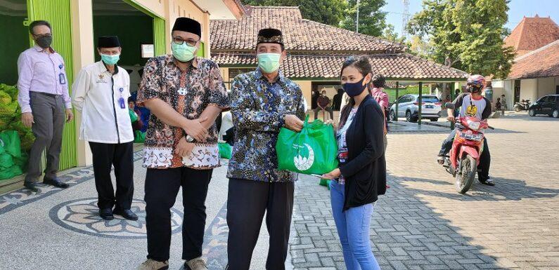 Ribuan Paket Lebaran Dibagikan, Kelompok Warga Ini Menjadi Prioritas Utama