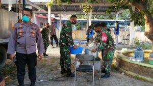 Kegiatan dapur umum di Kantor Kecamatan Lasem, untuk memasok kebutuhan pangan penghuni panti asuhan yang dilock down.