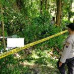 Polisi berada di TKP meninggalnya korban, Minggu siang (02/05).