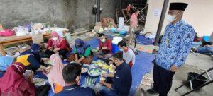 Aktivitas para relawan di dapur umum, Kamis (17/06).