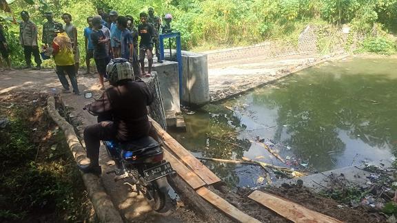Jembatan Utama Dibongkar, Pemotor Harus Waspada Lewat Jalur Alternatif