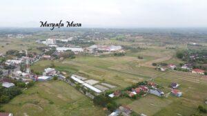 Lahan sebelah barat Perempatan Galonan yang disarankan menjadi lokasi alternatif pasar. (Foto atas) foto udara Pasar Rembang, terlihat dari sisi barat.