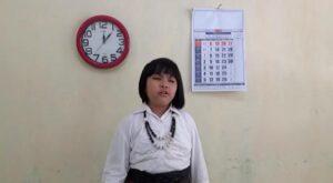 Carissa Kusumaning Asih, ketika latihan menyanyi. Carissa lolos ke tingkat nasional mewakili Jawa Tengah dalam lomba menyanyi FLS2N.