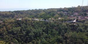 Desa Ngargomulyo, Kecamatan Lasem. (Foto atas) Kades, perangkat dan Babinsa menyusuri jalan desa.