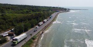 Jalur Pantura Jatisari – Sedangmulyo Kecamatan Sluke. (Foto atas) Pantura Bonang – Binangun Kecamatan Lasem.