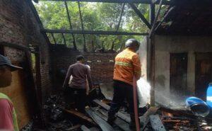 Kebakaran di Desa Pamotan, Kecamatan Pamotan, Senin (12/07).