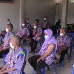 ODGJ di Panti Pangrukti Mulyo duduk mengantri menunggu giliran vaksin Covid-19.