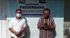 Ketua Pasdendang Rembang, Edi Mulyono membacakan pernyataan sikap. (Foto atas) Salah satu foto bentuk dukungan kepada Purgiyati (Purgi).