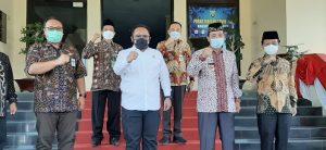 Menteri Agama, Yaqut Cholil Qoumas (tengah) saat berada di Kantor Bupati Rembang, Kamis (19/08).