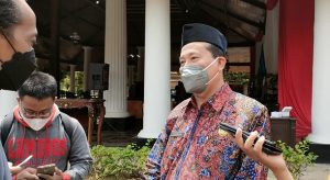 Fahrudin, Sekda Rembang, menjawab pertanyaan sejumlah wartawan, seusai dilantik, Jum'at (03/09).
