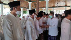 Bupati Rembang, Abdul Hafidz mengucapkan selamat kepada jajaran pengurus MUI Kabupaten Rembang, Sabtu (09/10).