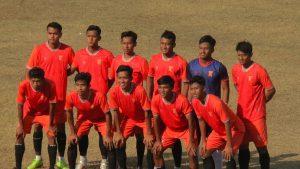 Pemain PSIR Rembang, sebelum melawan Persikaba Blora di Stadion Krida Rembang, Sabtu sore (09/10).