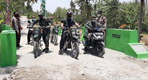 Bupati Rembang, Abdul Hafidz bersama rombongan melintas di akses jalan makadam, hasil program TMMD, Kamis (14/10).